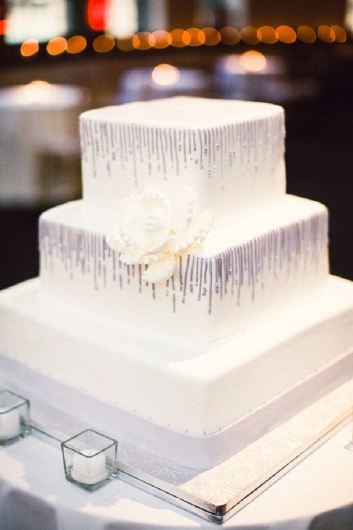 White three-tier square cake | Contemporary white wedding cakes | fabmood.com #weddingcake #wedding #cake #whiteweddingcake #contermporaray #moderncake