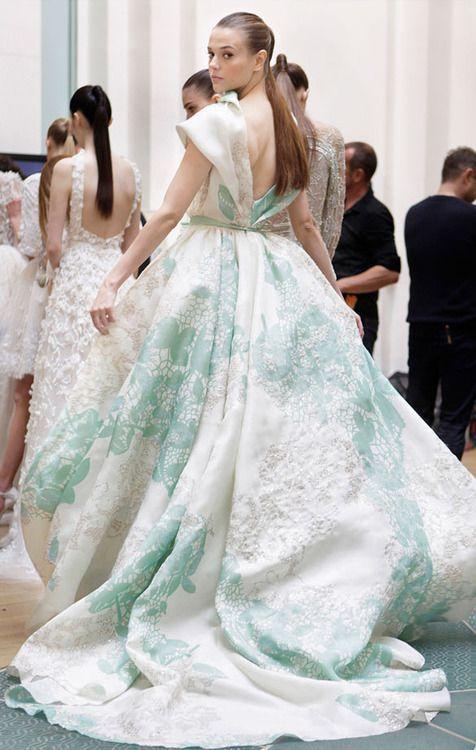 hochzeitskleider mit schleppe 5 besten | Wedding dress, Runway ...