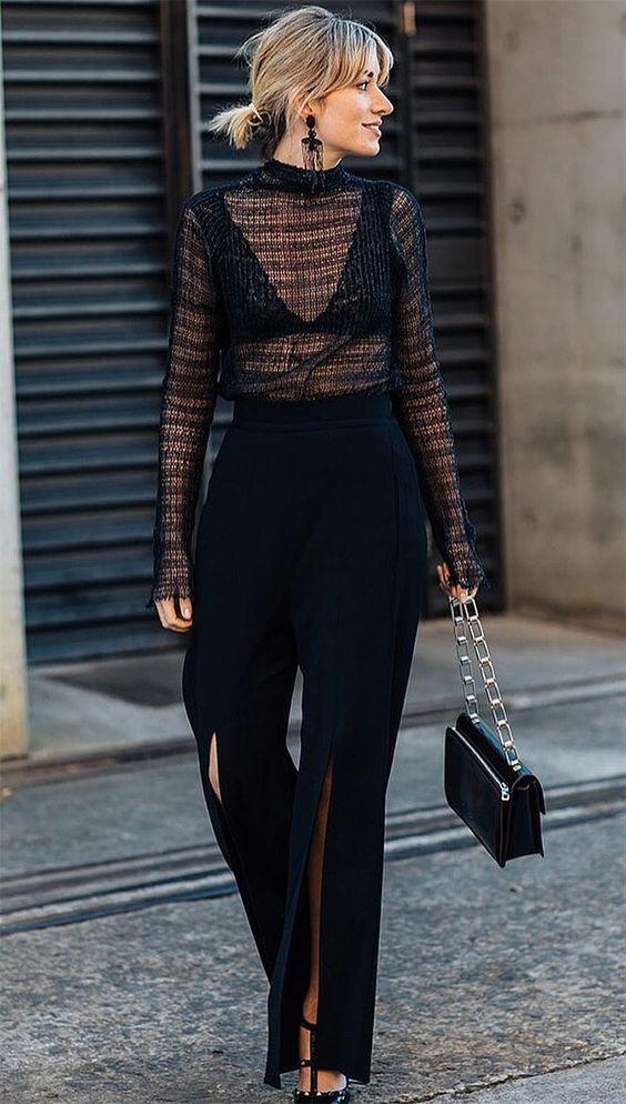 2213d6740 Lingerie à mostra  o detalhe sexy que deixa seu look mais cool. Blusa preta  de manga com gola alta e transparência