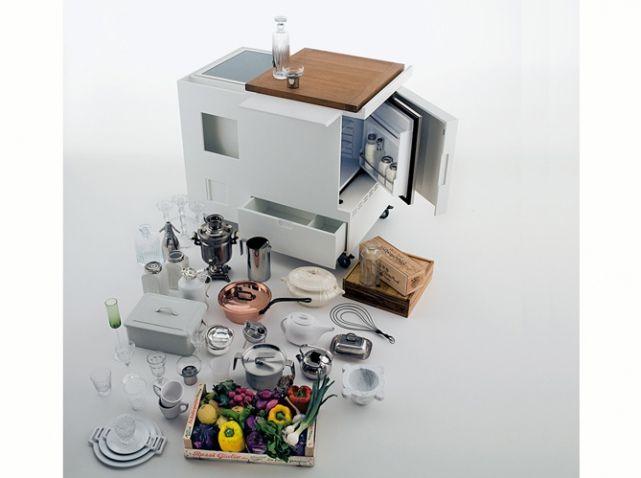 une cuisine cach e dans un placard studios pinterest house beautiful studio and kitchens. Black Bedroom Furniture Sets. Home Design Ideas