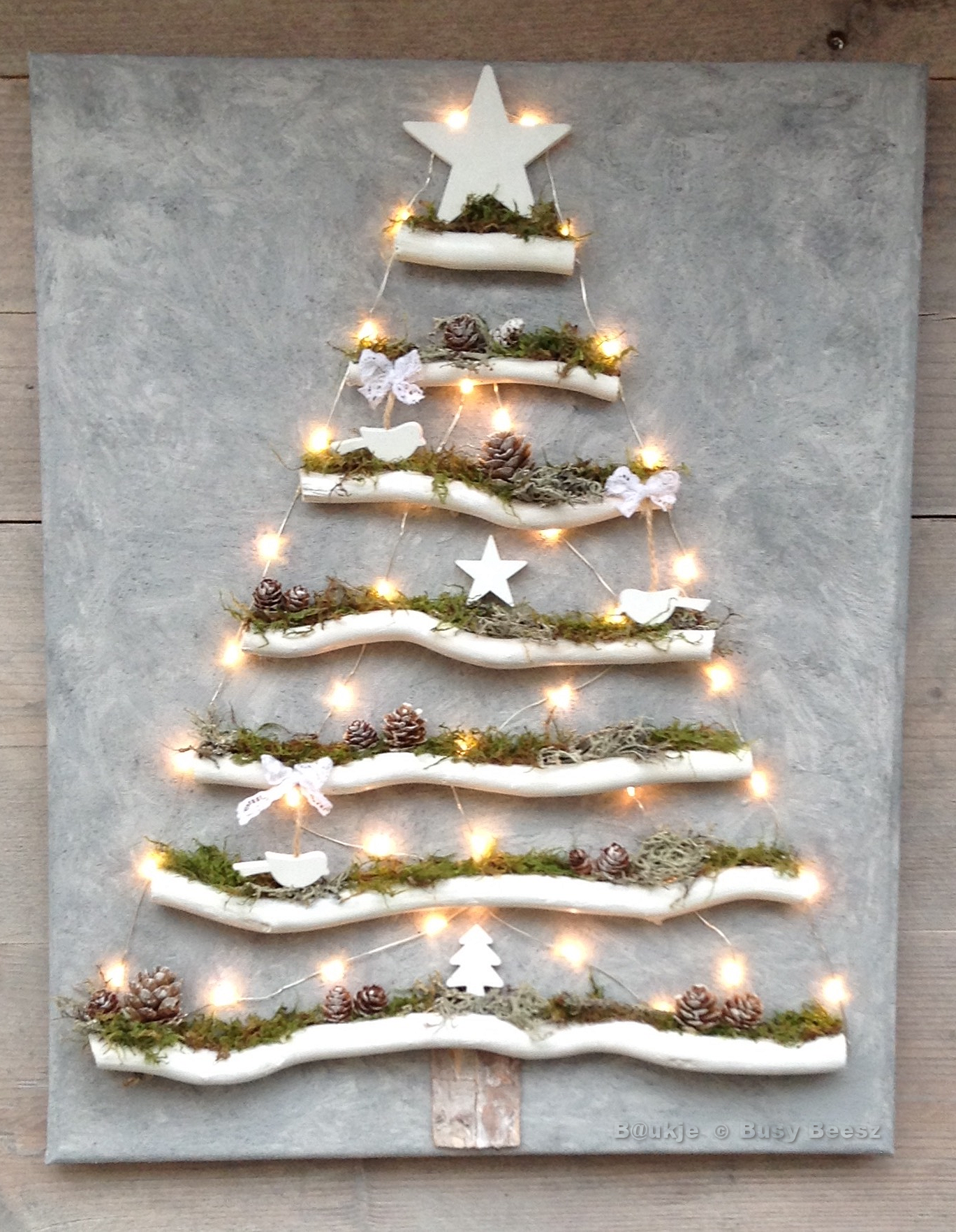Christmas tree on canvas Kerstboom op canvas xmas led driftwood