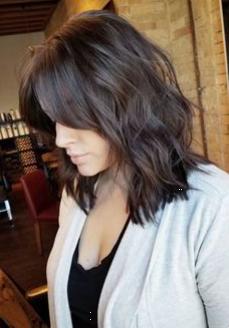 50 zeitlose mittellange Frisuren für dickes Haar ...