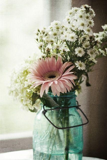 Simple Flower Arrangements Gorgeous Such A Lovely And Simple Flower Arrangement  Sugar & Spice And Decorating Inspiration