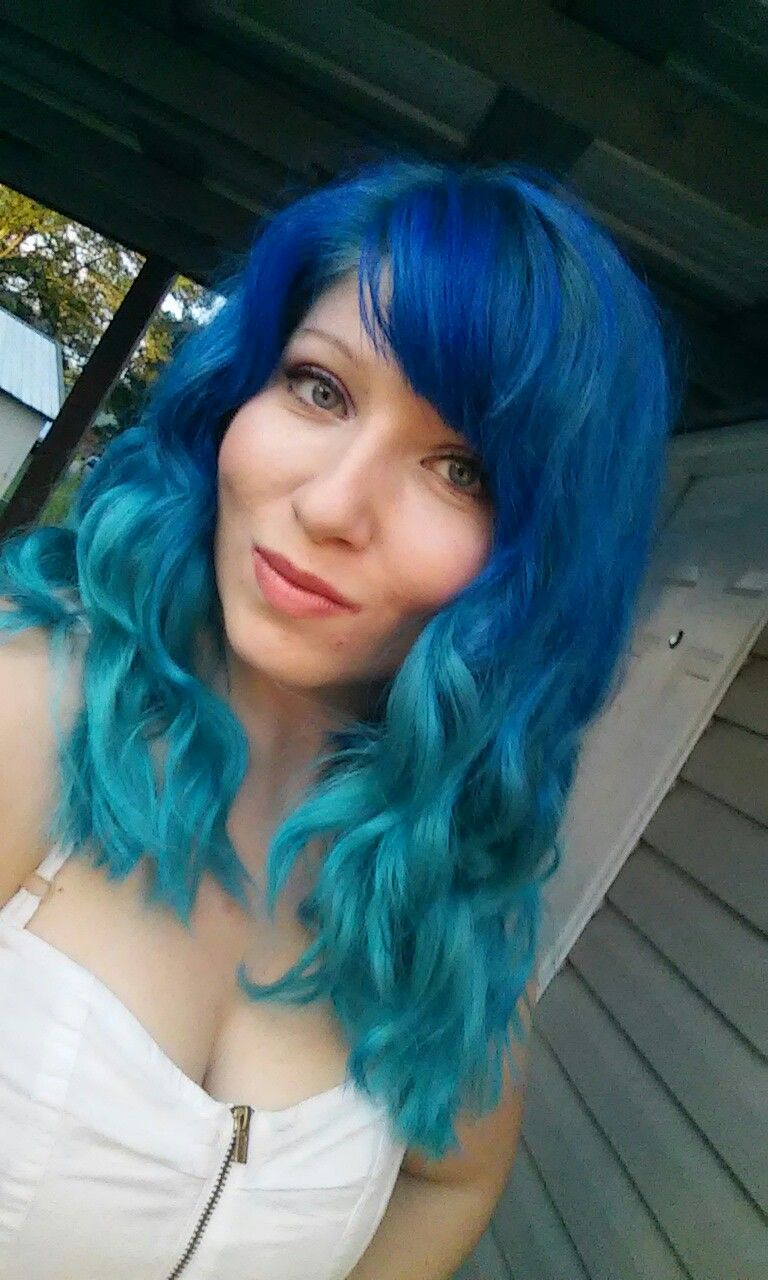 I Used Manic Panic Rockabilly Blue And Manic Panic Atomic Turquoise To Create This Mermaid Ombre Hair Inspiration Cool Hairstyles Hair
