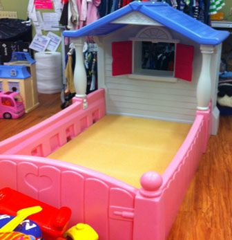 little tikes cottage toddler bed retails new for over 300