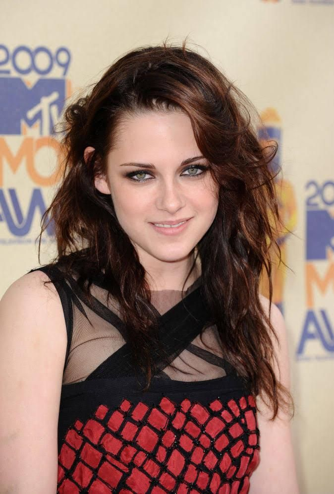 Ask A Hairstylist How To Hide Thinning Hair And Bald Spots The Skincare Edit Hairstyles For Thin Hair Kristin Stewart Kristen Stewart