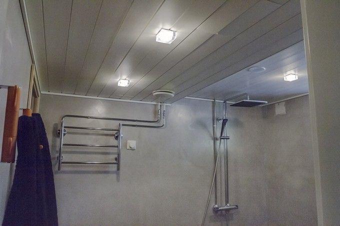 Kylpyhuoneeseen spa-tunnelmaa luovat Helmi Lasikuutio -valaisimet. http://www.winled.fi/