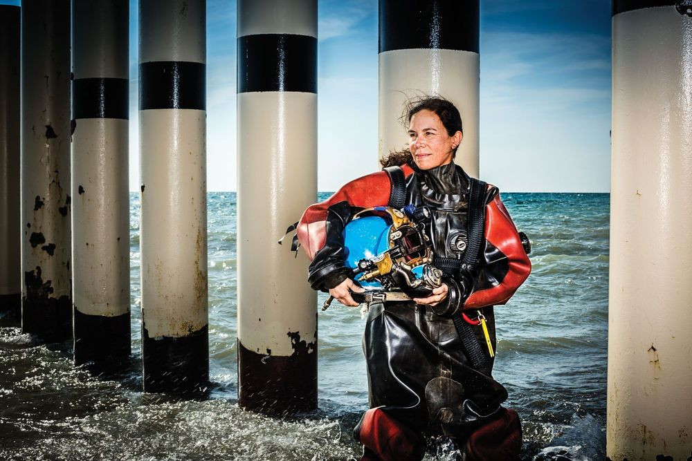 The World's Most Extreme Commercial Dive Jobs ドライスーツ, スーツ