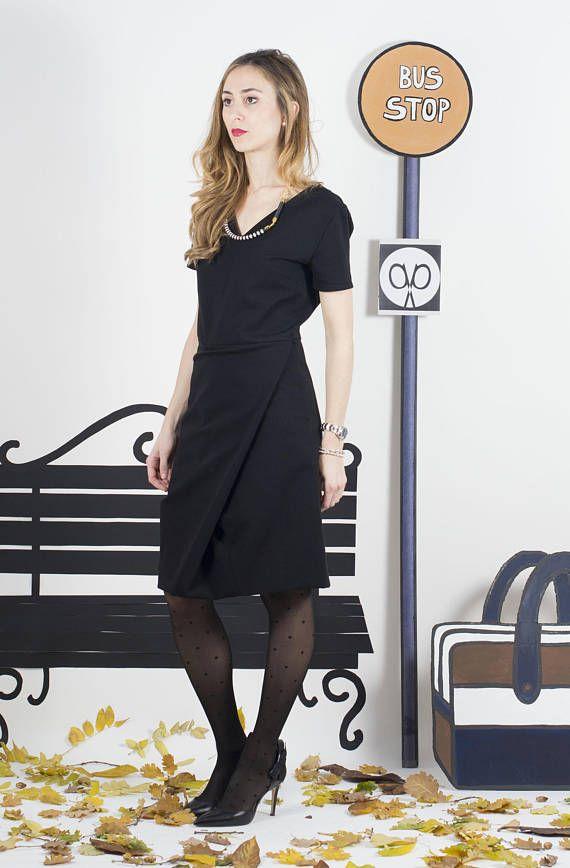 online store aa726 6aad8 Vestito, abito, tubino nero con scollo a v e gonna a ...