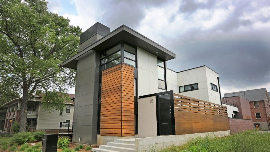 Modern Home With Flat Roof Slopingroofing Flat Roof House Flat Roof Replacement Flat Roof