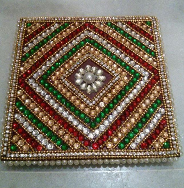 Pooja chowki decoration pooja room diwali decoration for Aarti thali decoration with kundan