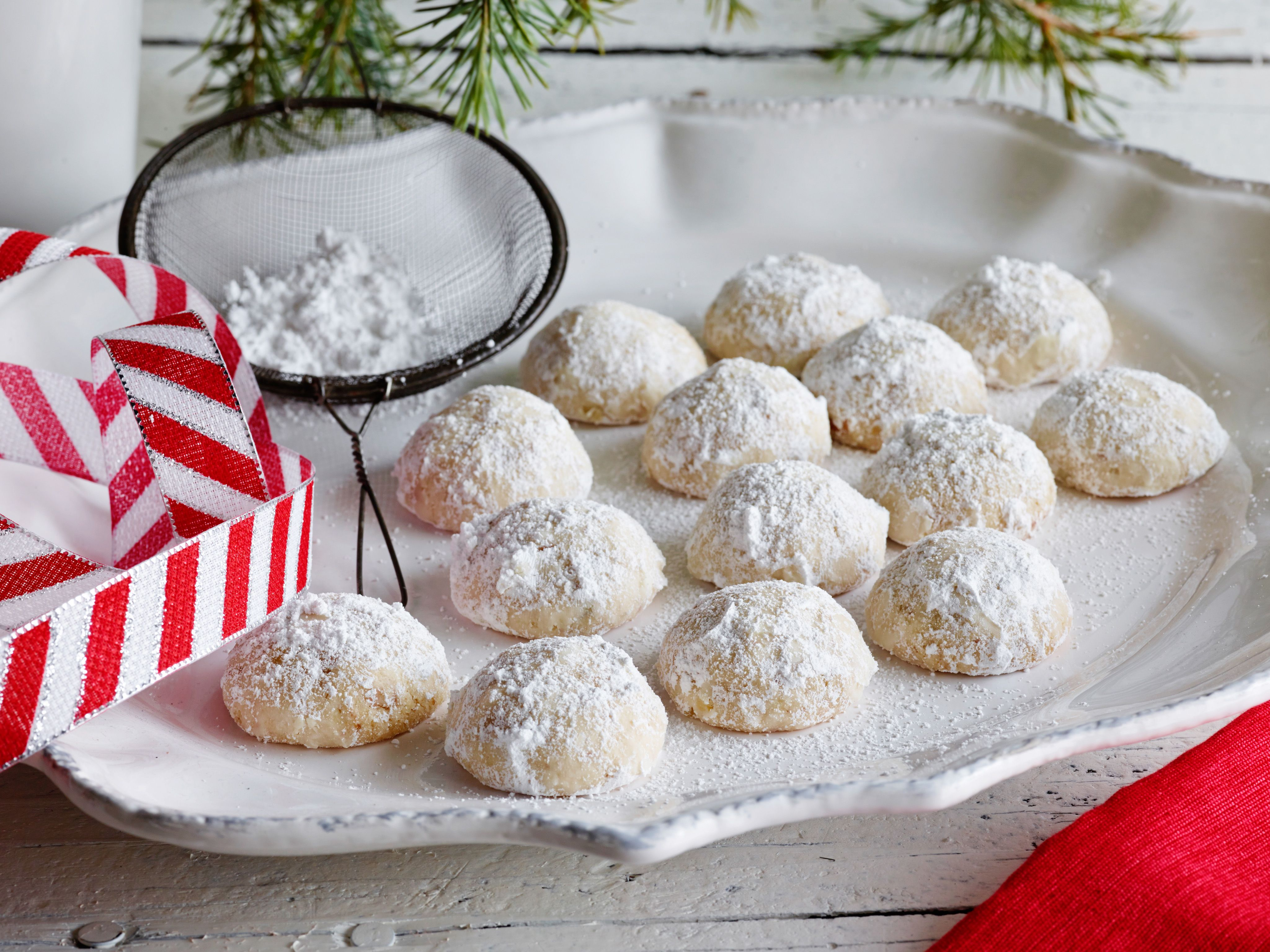 Mexican Christmas Cookies - Polvorones mexican wedding cookies