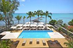 Eingebettet zwischen einem gepflegten Garten, wo die Farbenpracht der exotischen Blumen dominiert, finden Sie diese raffinierte Ferienanlage. Die 35 Wohnungen sind auf Selbstversorger Basis. Mit besonderem Augenmerk für Details. #Mauritius #Ferienwohnung #Pool #Coconut I ❤ MAURITIUS! ツ   http://isla-mauricia.com/objects-mauritius/mauritius-self-catering-apartments-quiet-sea-front-accommodation-en/