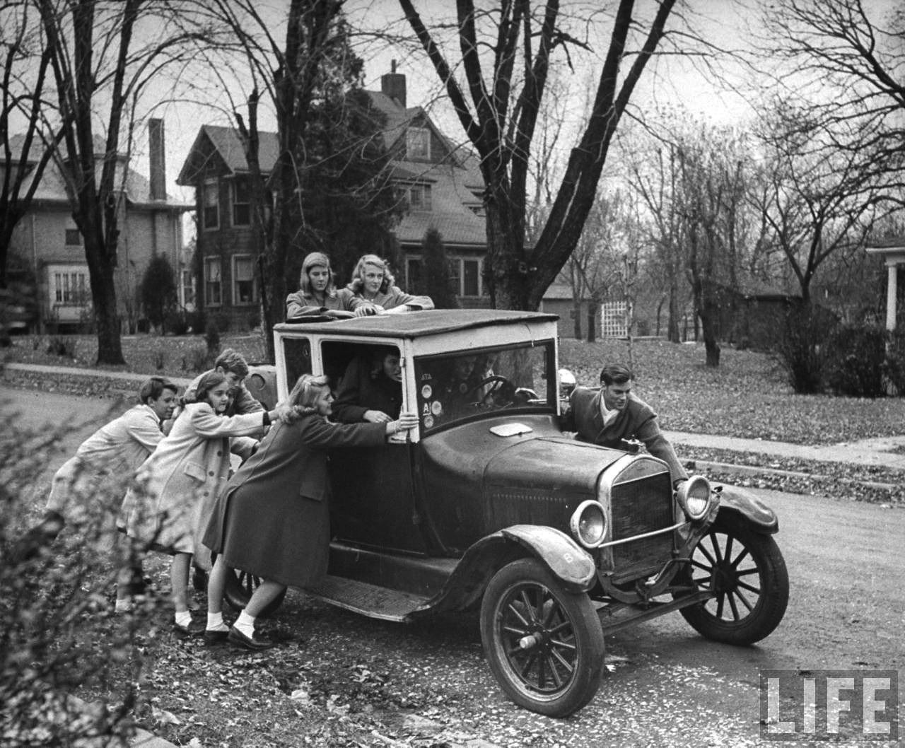 Nina Leen: Group of teenagers pushing an old car. St Louis, 1944 ...