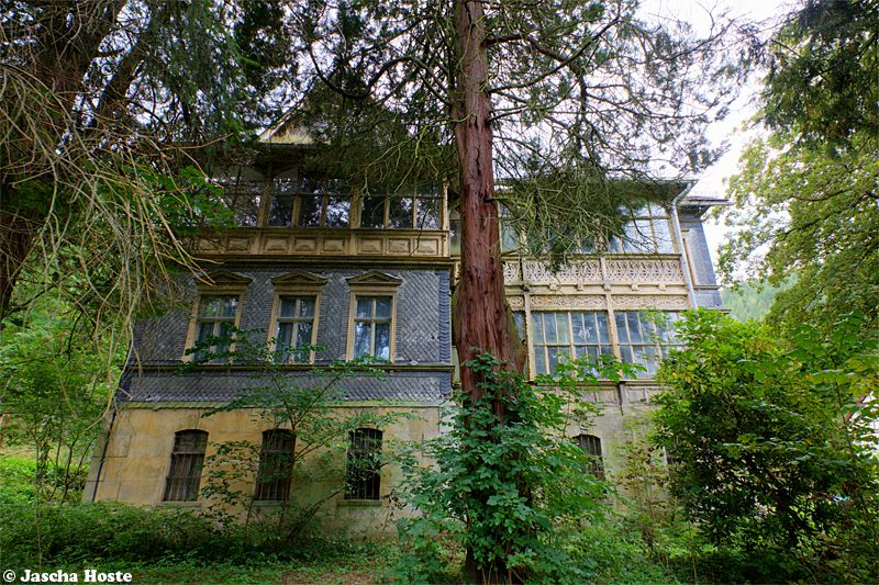 Villa Bahnhof (D) August 2014 abandoned villa in the former East Germany DDR urbex decay Photo by: Jascha Hoste