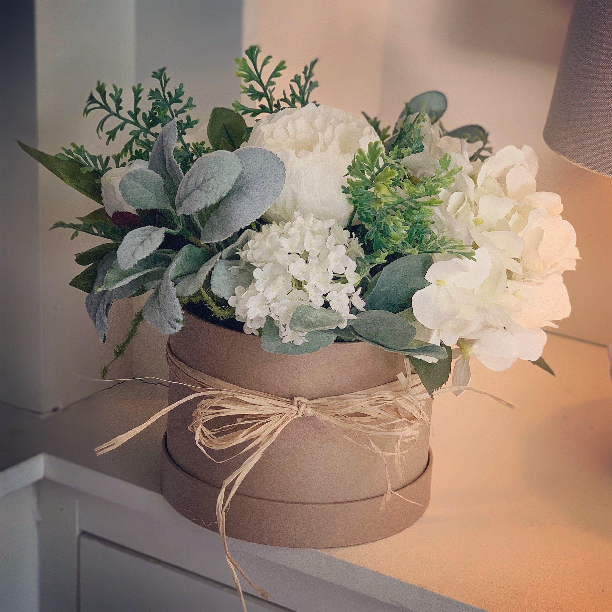 Hatbox Flowers Mothers Day Flower Arrangement Faux Flowers Artificial Flowers In 2020 Flower Arrangements Simple Flower Arrangements Diy Floral Arrangements Diy