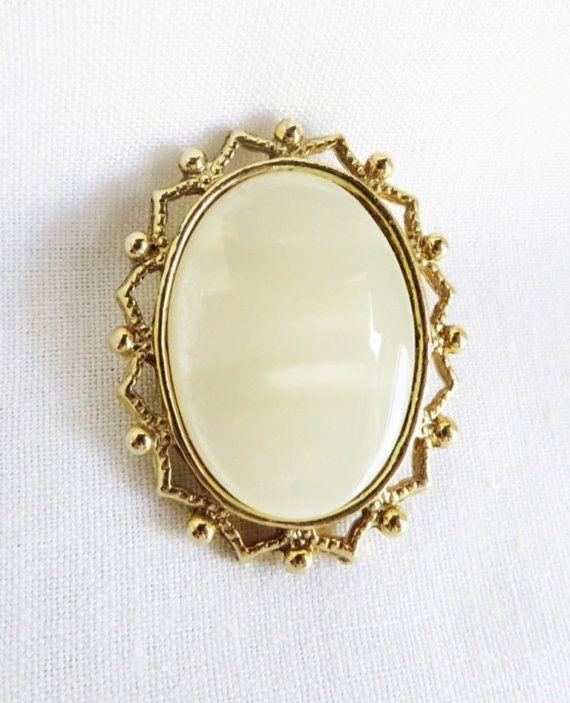 Vintage Cream Moonstone Oval Gold Tone Brooch