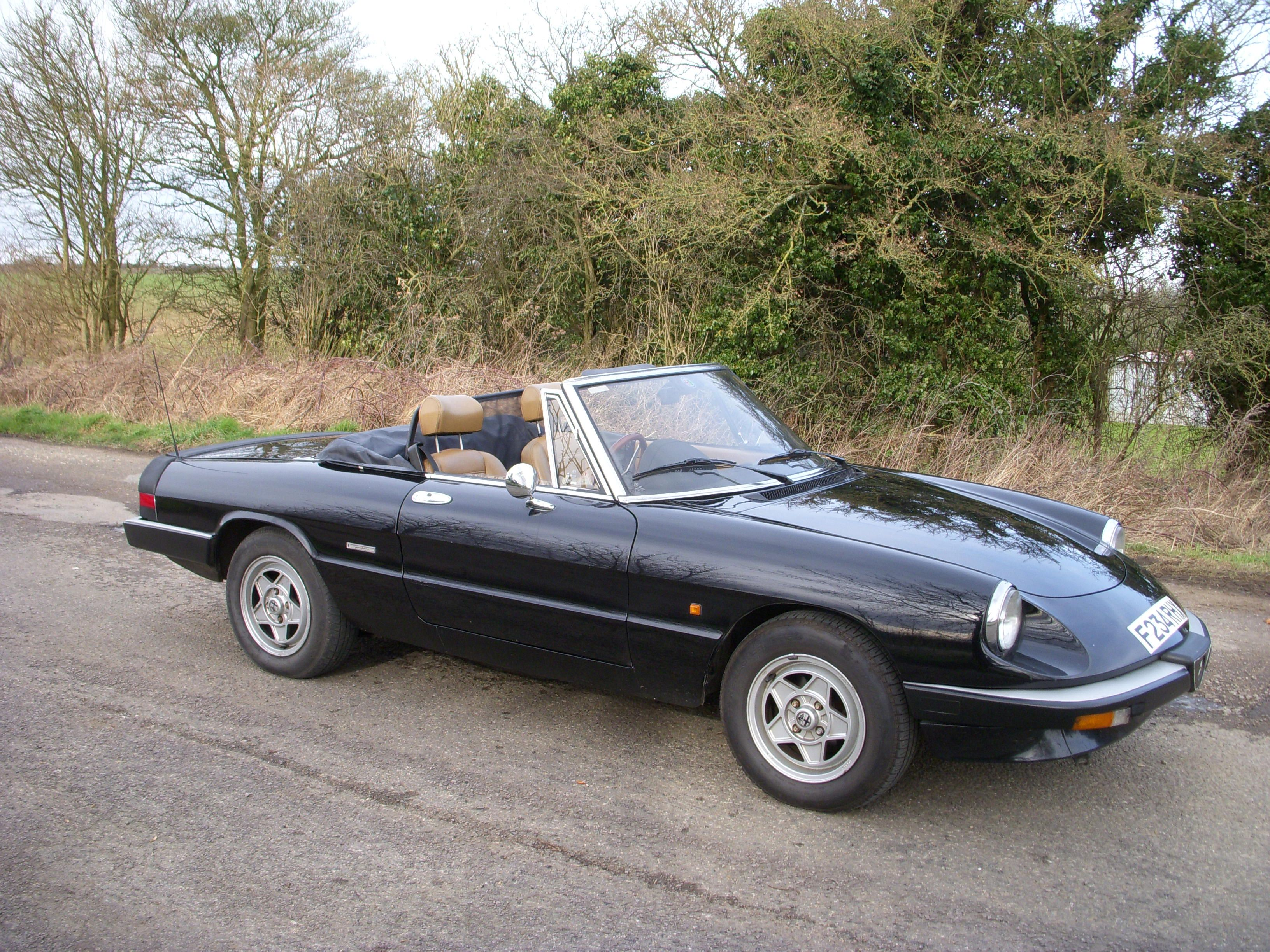 Alfa Romeo Spider So Many Memories Love This Car 3 4 Kids In The Duetto Back No Seat Belts 80s