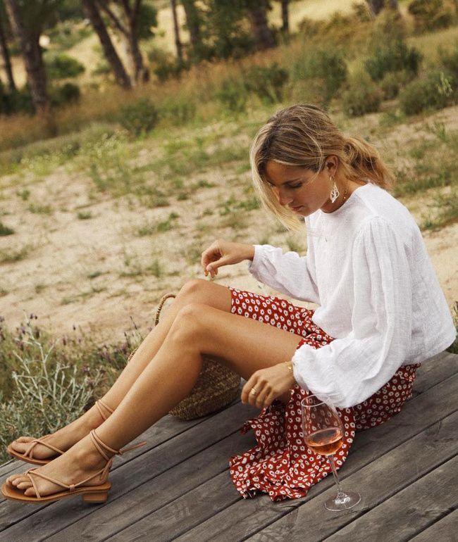 Photo of Bluse blanche + jupe midi fluid imprimée + sandales épurées = le bon mix (p …