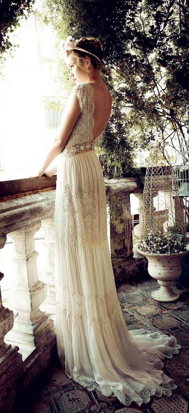"""I love this vintage wedding dress! This dress looks like a dress that Juliet would have worn in """"Romeo & Juliet""""!"""