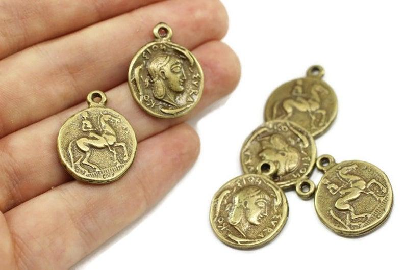 20 Münzen in antik Bronze