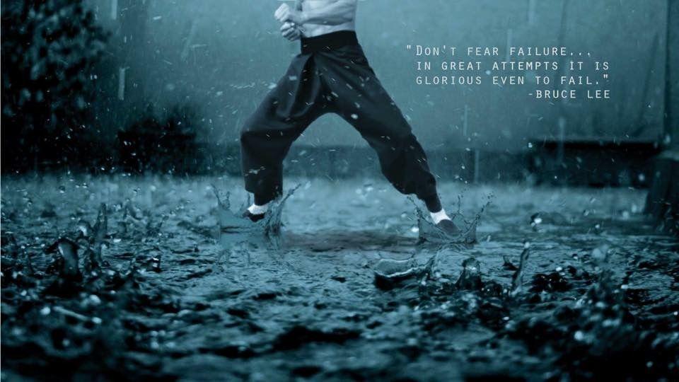 Bruce, sous la pluie