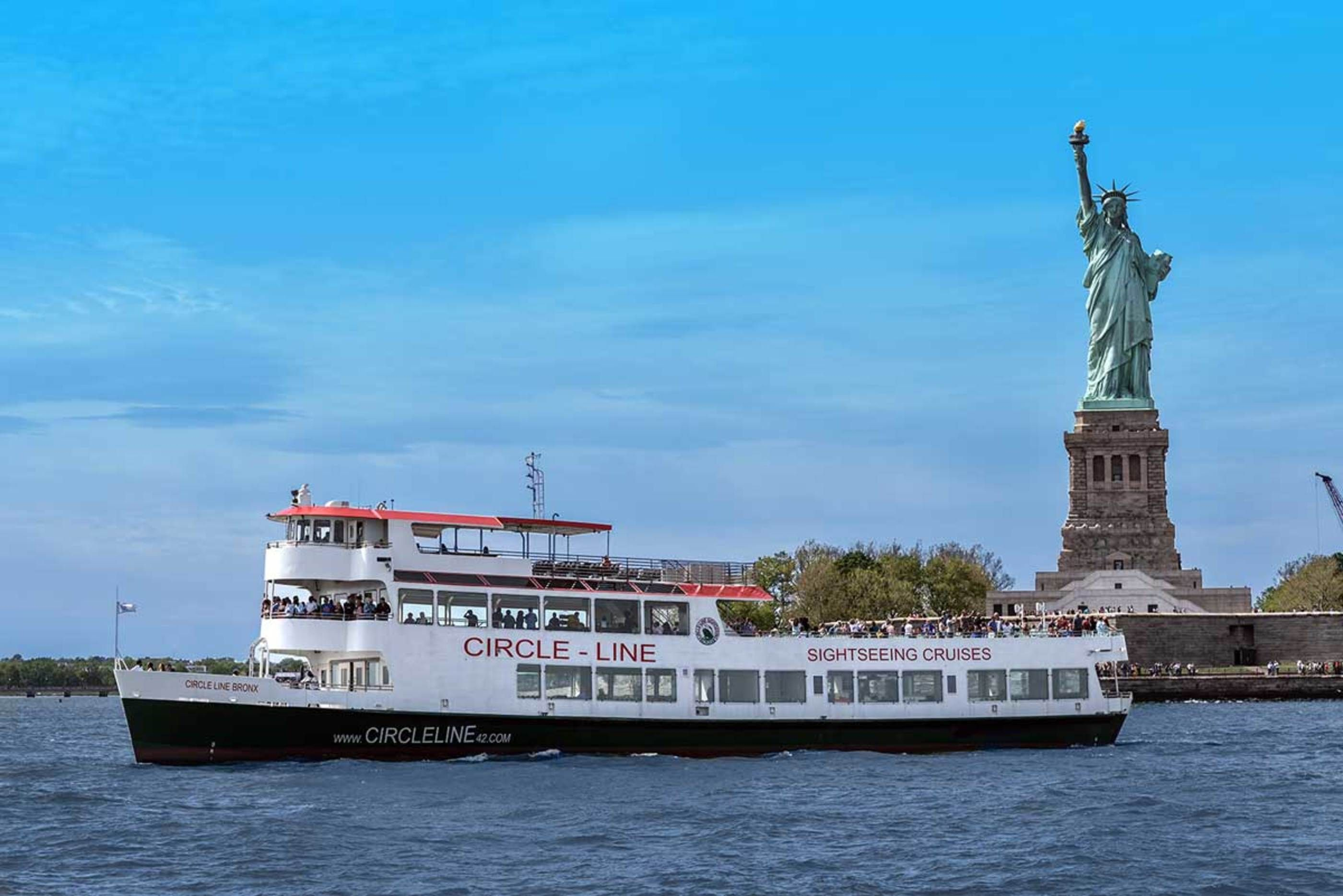 Circle Line Sightseeing Cruises Nyc Guided Boat Tours Of New York America S Favorite Boat Ride Nyc Tours Boat Tours Statue Of Liberty