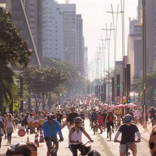 A Avenida foi fechada para os carros e rapidamente ficou assim: | 33 imagens adoráveis da inauguração da ciclovia na Avenida Paulista
