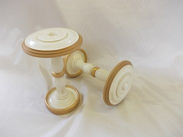 Roundel Tieback, shown in Cream and Distressed Chantilly Gilt