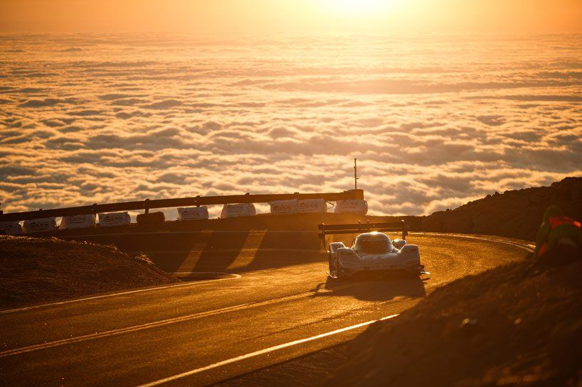 fullyelectric VW I.D. R pikes peak car breaks the all