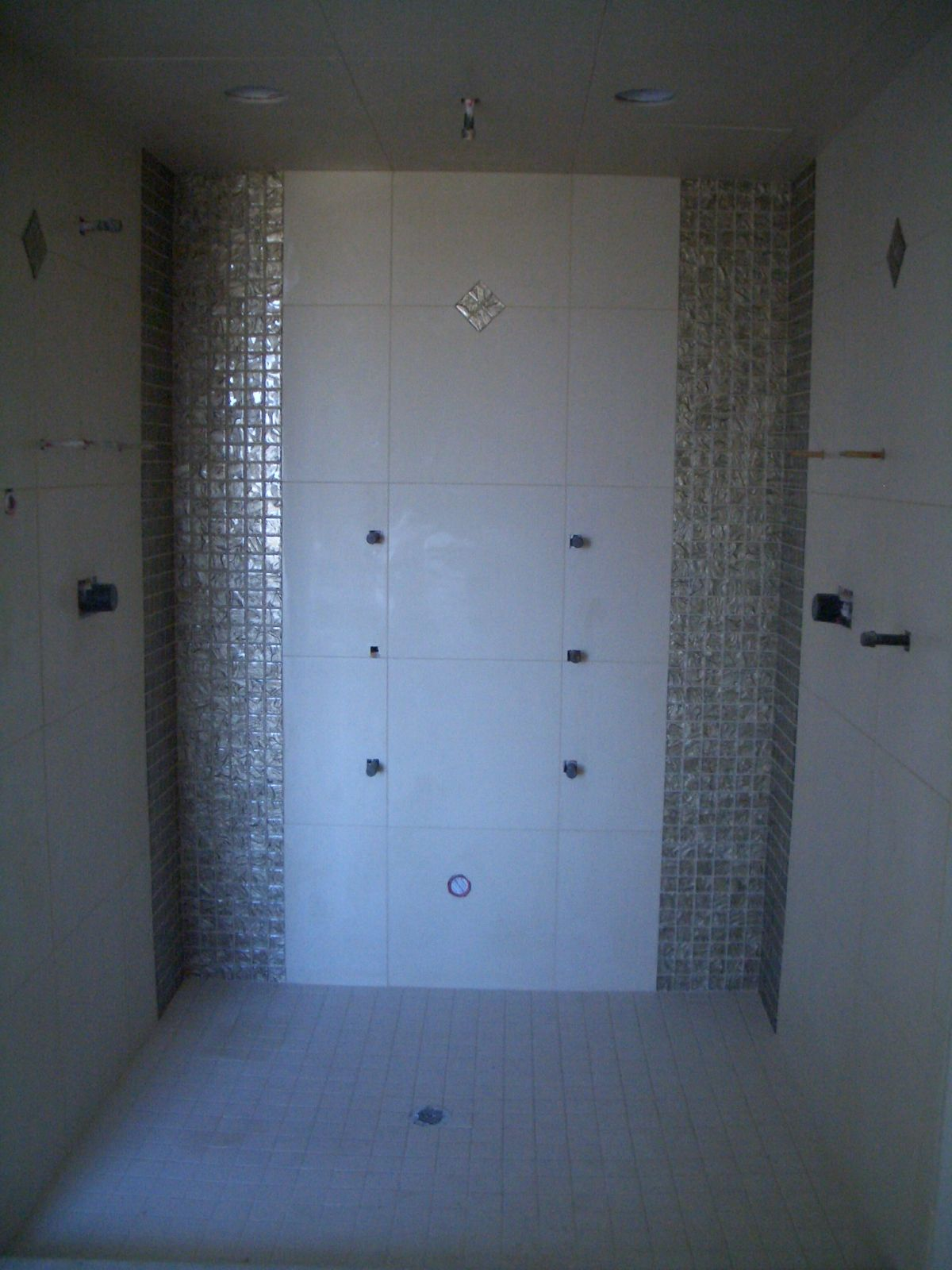 glass tile shower designs | ... with 18 x 18 inch porcelain tile and ...