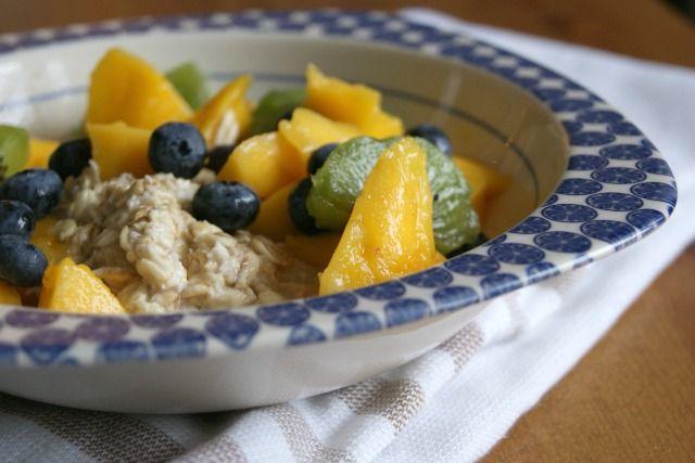Easy breakfast ideas: mango overnight oats #breakfast http://www.paperbeauty.com/busy-breakfasts/