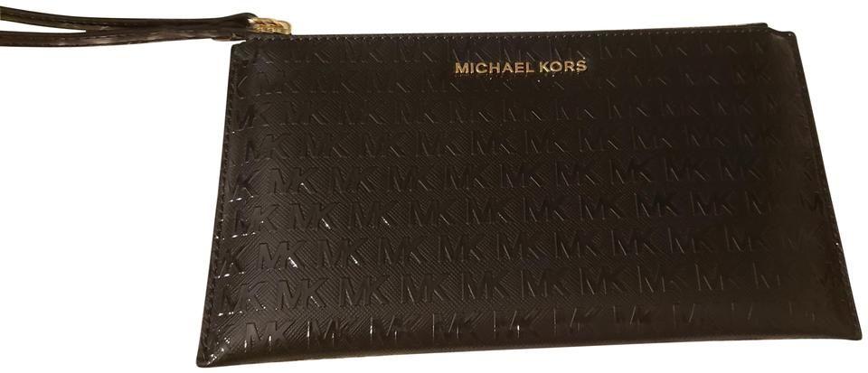 Michael Kors | Große schwarze Lackleder-Clutch mit Reißverschluss   – Products