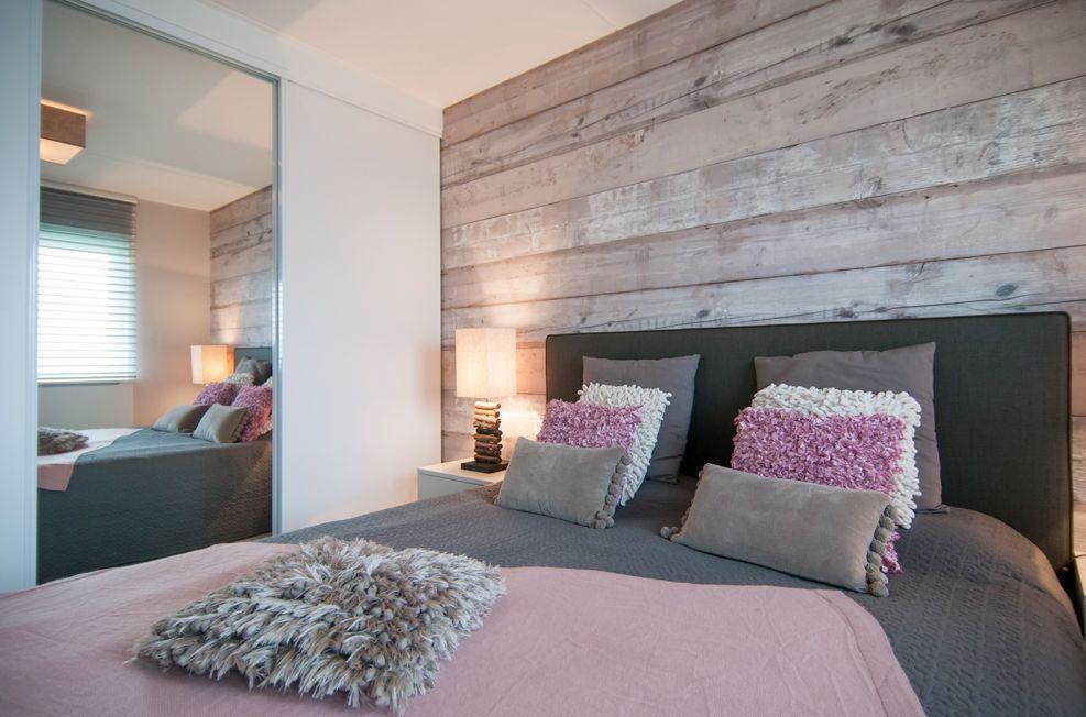slaapkamer met steigerhout behang google zoeken