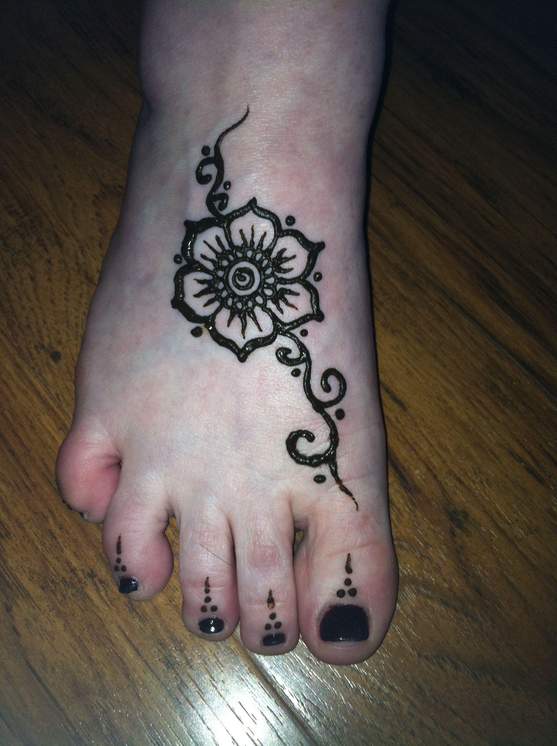 Leg Flower Henna Tattoo: Henna Flower On Foot