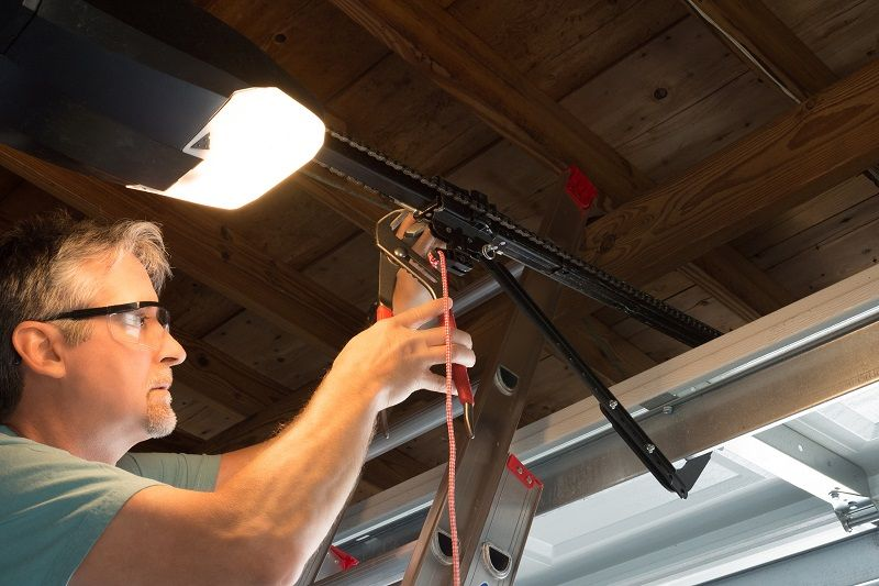 How Does Automatic Garage Door Repair Service Helps You?