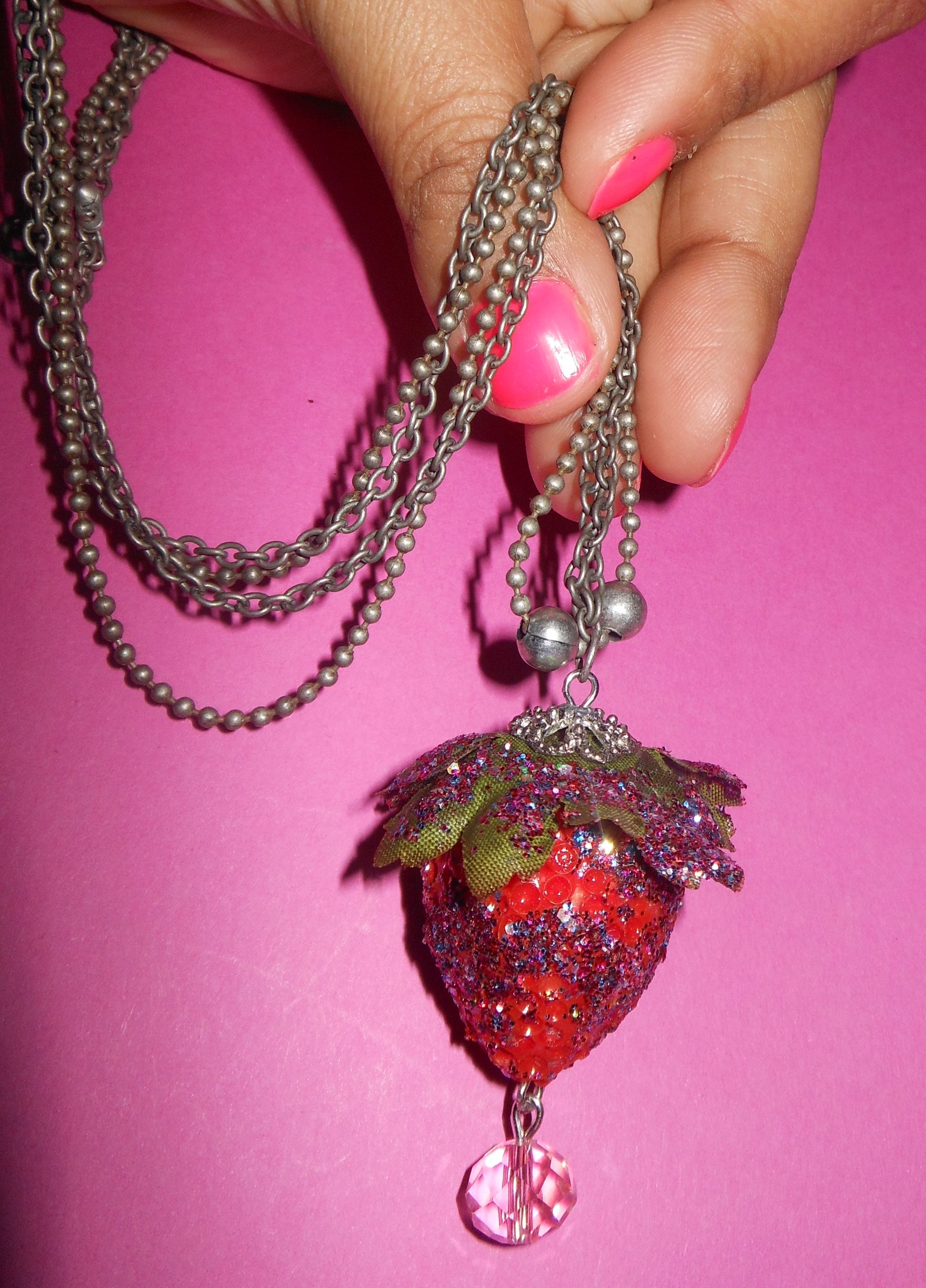 Ketting strawberry disco dip ''By maruschka'' www.intoaccessories.nl
