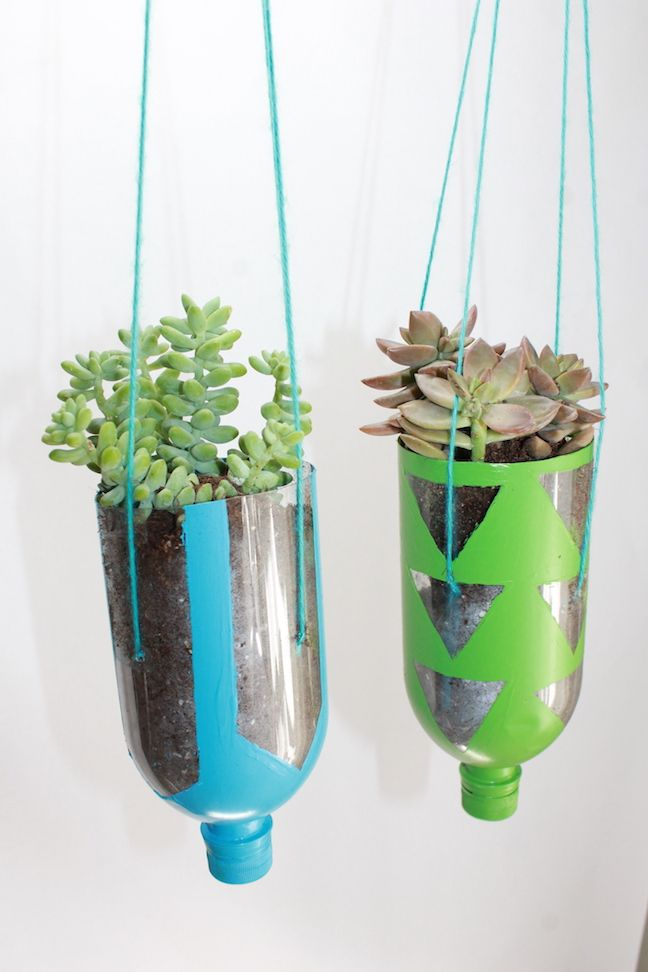 How to make hanging planters from recycled water bottles for Water bottle recycling ideas