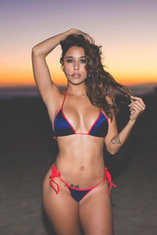 Chavas En Bikini