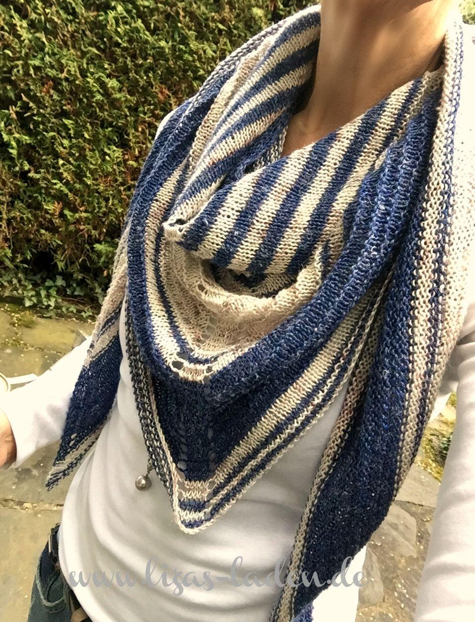 Photo of Ein dreieckiger Schal aus handgefärbter Mischung aus 65% Seide und 35% Leinen …