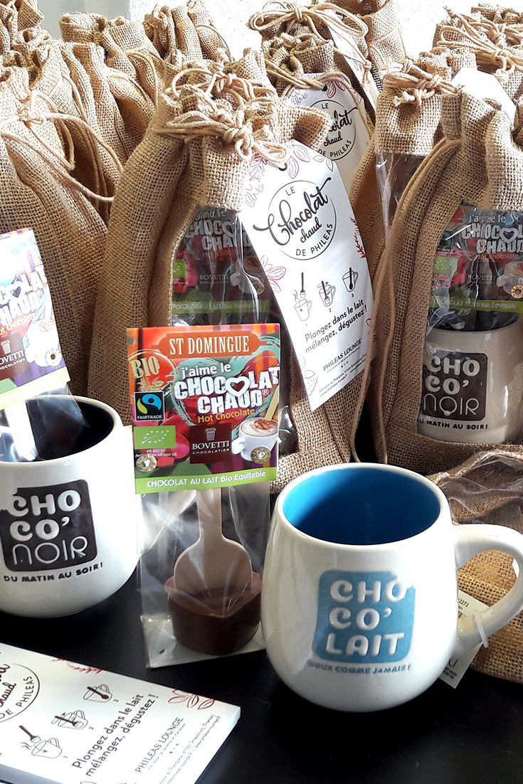 Le pack chocolat chaud, le cadeau idéal pour tous les gourmands ! ☕ Composé d'une sucette à chocolat chaud et d'un mug assorti.  #chocolat #chocolatchaud #hotchocolate #cocoa #cacao #choco #chocolove #chocolatlove #gourmandise #chocolatelover #intsachoco #chocolateaddict #chocoholic #chocolatespoon #chocolatnoir #chocolataulait #chocolatbio #gourmand #instadrink #boisson #boissonchaude #hotdrink #auchaud #avecamour #withlove #artisanal