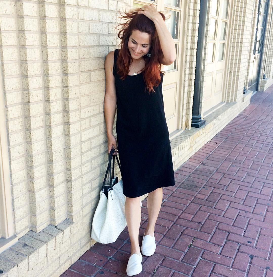 Black Dress Old Navy White Sneakers Gap White Bag Minimalist Minimalist Look Street Style Red Hair Galveston Island The Strand Simple Outfit Inspirat [ 1098 x 1080 Pixel ]