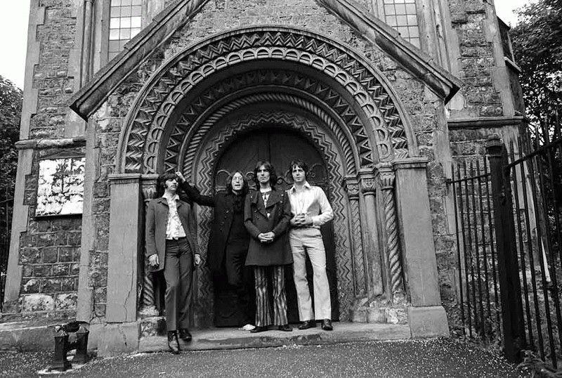 The Beatles Polska: Utwory The Beatles niedopuszczalne podczas mszy świętej. Biskup kielecki ogłosił instrukcję ws. muzyki i śpiewu liturgicznego