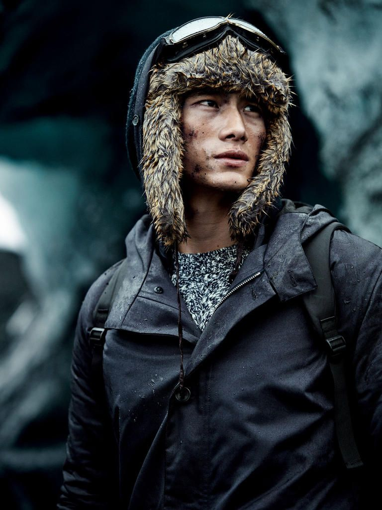 Freeze Frame: Hao Yun Xiang Braves the Elements for Harrods