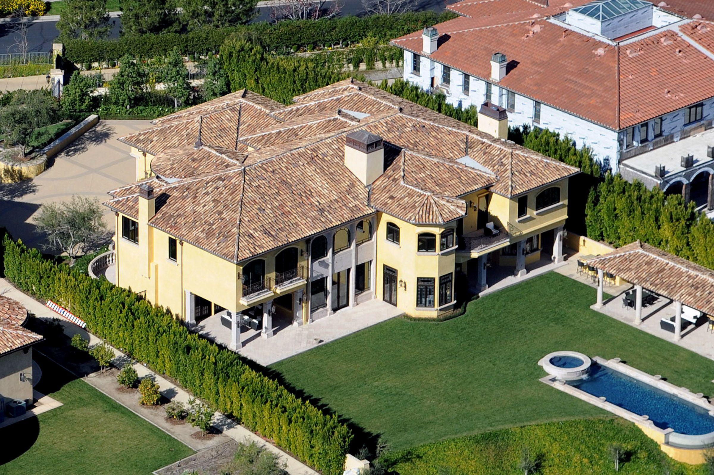Promi villen berühmtheit häuser hollywood häuser prominente häuser kim kardashian kanye west bel air teuerste brad pitt gärten