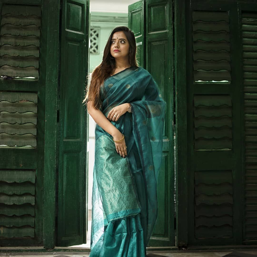 This Instagrammer Perfectly Knows How to Style Sarees For Plus Size • Keep Me Stylish