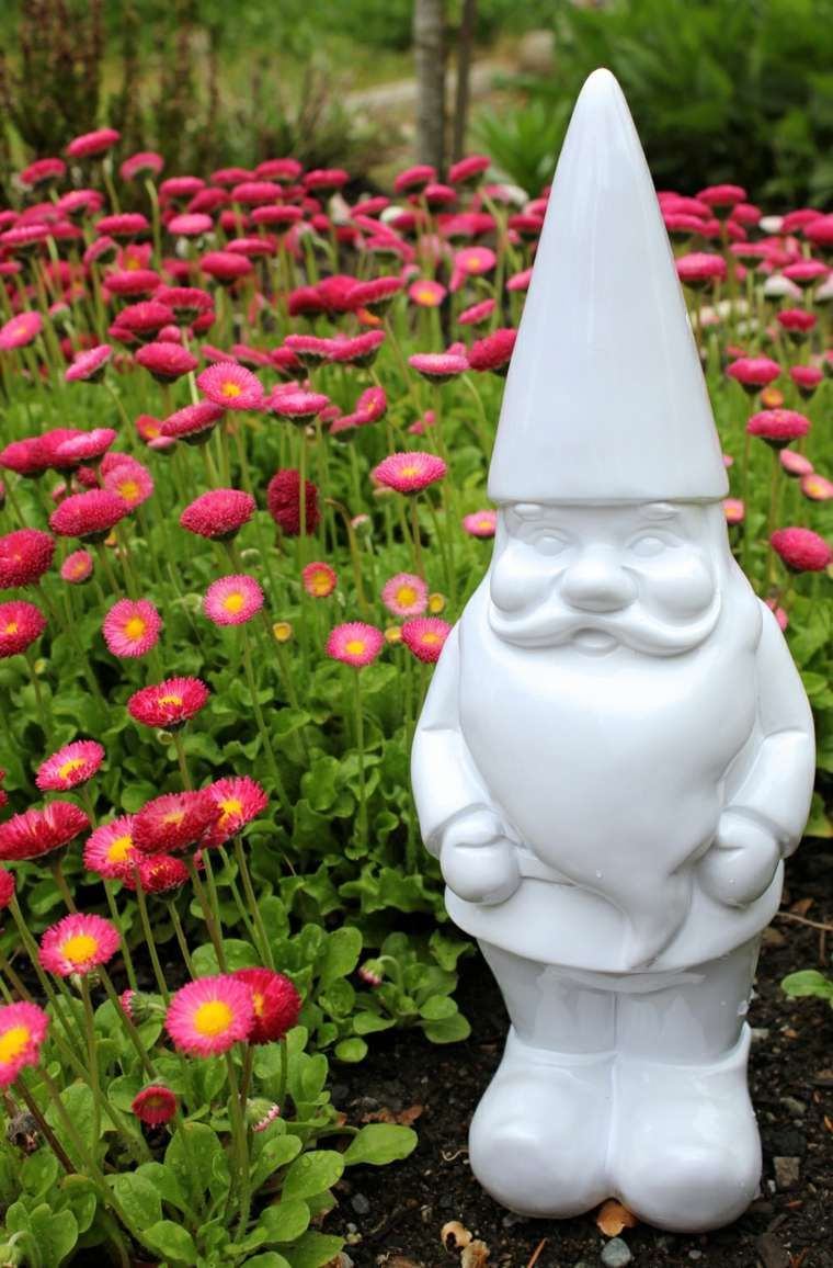 Nains de jardin : un phénomène qui déchaîne les passions | Jardins ...