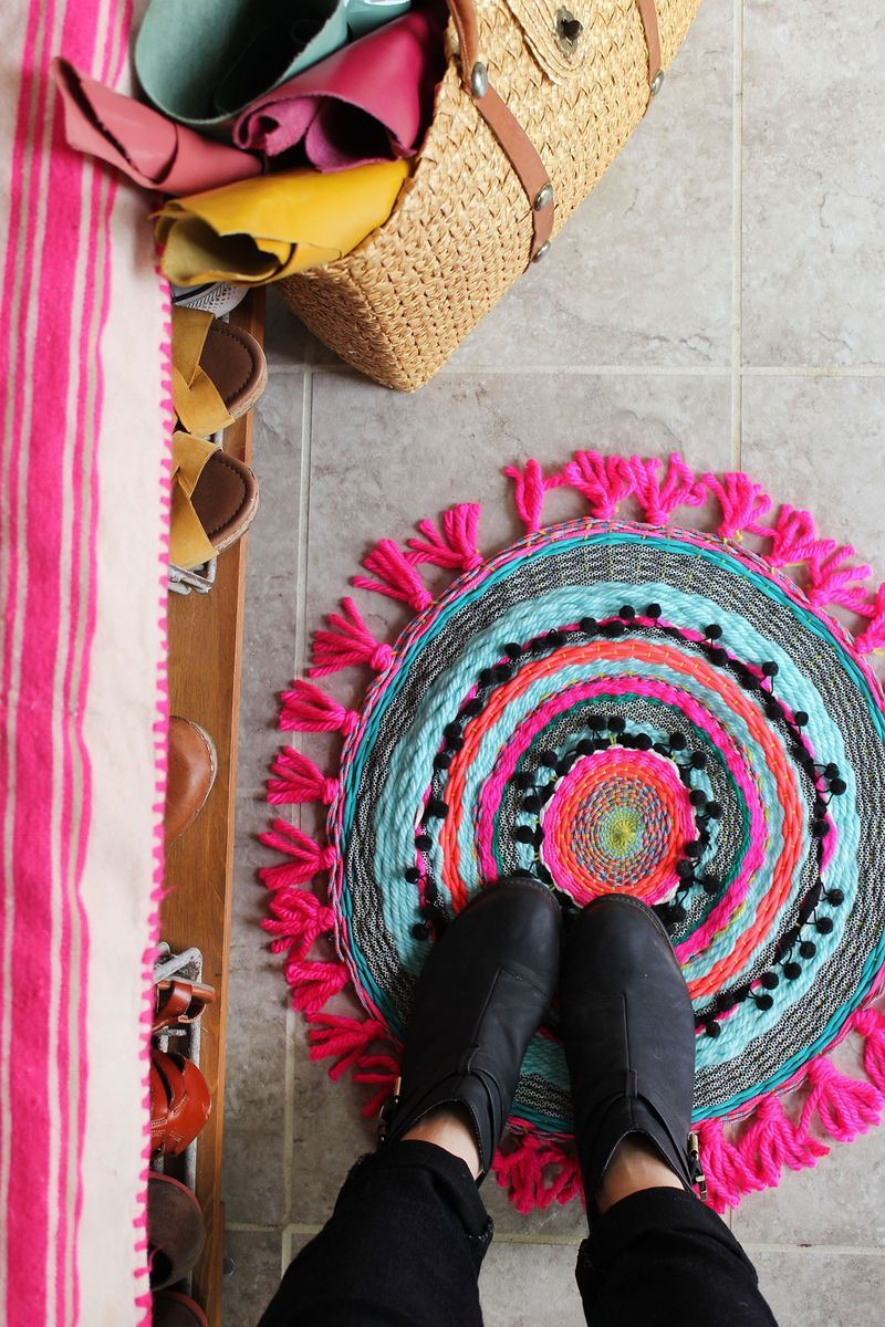 weave your own circle rug and bring tons of color and texture to