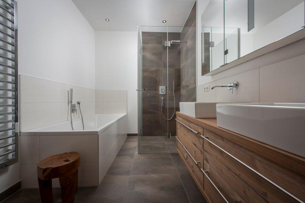 Moderne Badezimmermöbel ~ Immobilie kitzbühel modernes badezimmer mit dunklen fliesen und