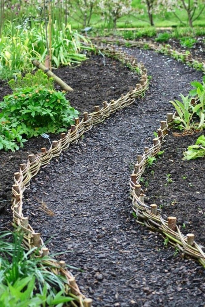 Photo of Garden paths create clever idea swinging path border self-made …